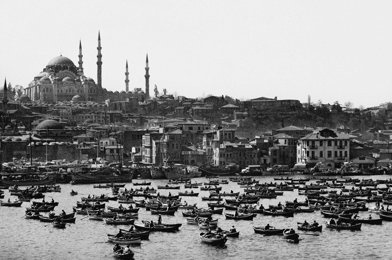 An old Istanbul photo by Armenian-Turkish photojournalist Ara Güler. (Archive Photo)