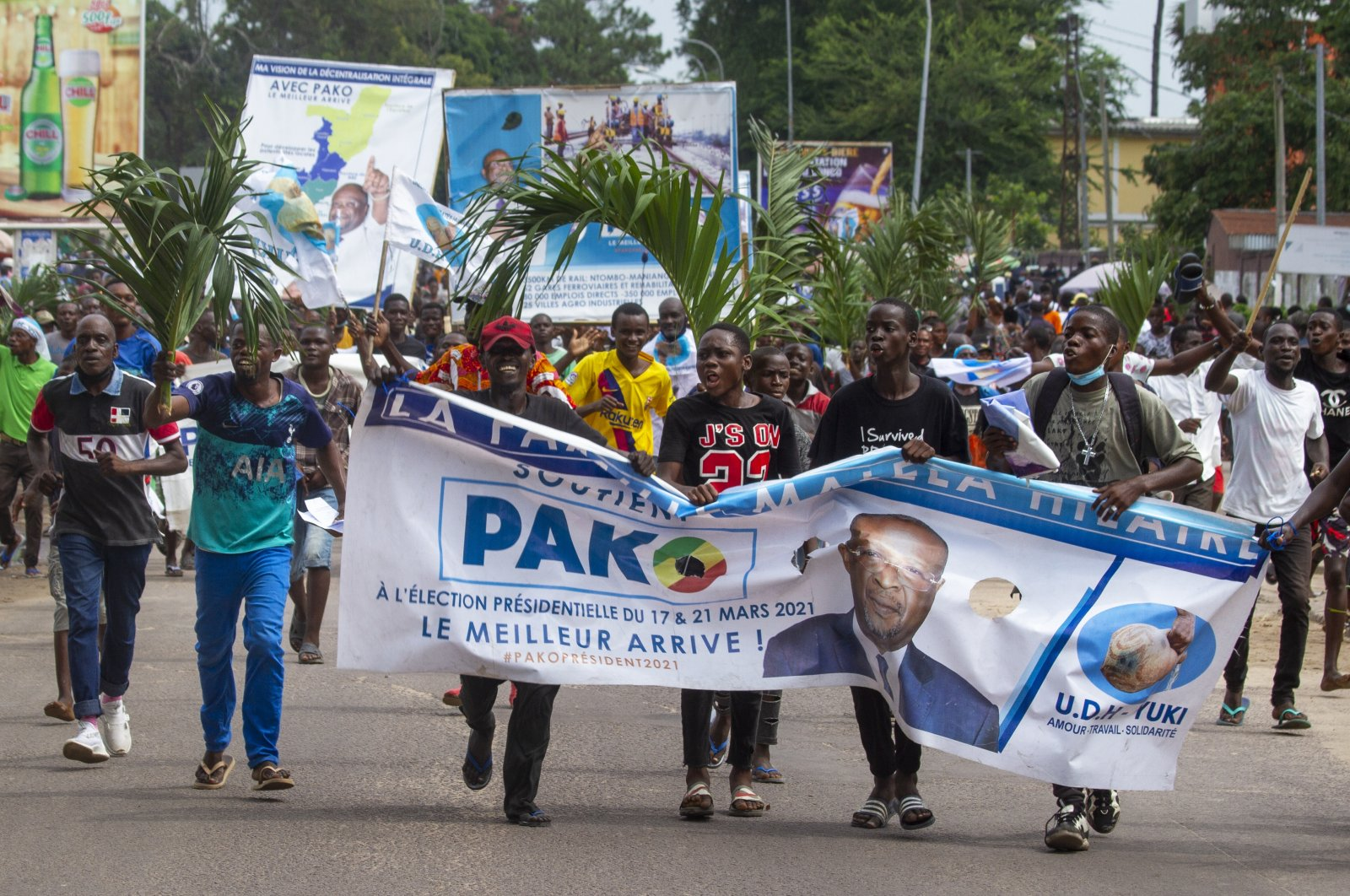 Supporters of opposition presidential candidate Guy Brice Parfait Kolelas cheer during their party's last rally of the presidential campaign in Brazzaville, Democratic Republic of Congo (DRC), March 19, 2021. (AP Photo)