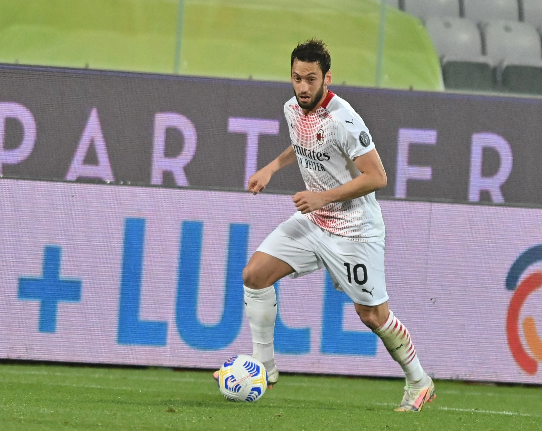 Milan's Turkish midfielder Hakan Çalhanoğlu in action during a Serie A match against Fiorentina in Florence, Italy, March 21, 2021. (AA photo)