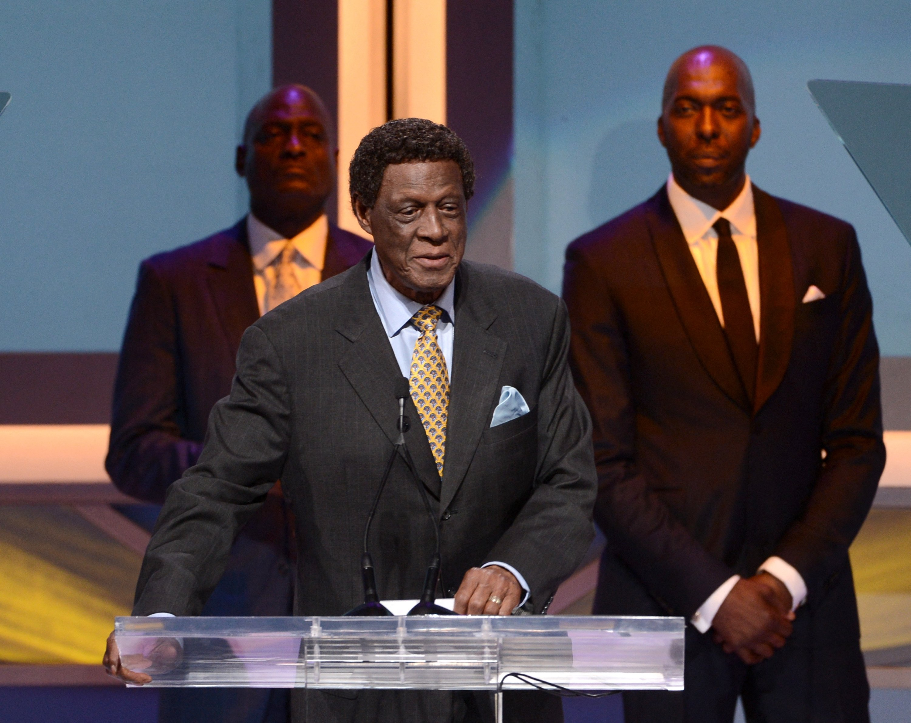 Former NBA player Elgin Baylor speaks onstage at the 28th Anniversary Sports Spectacular Gala at the Hyatt Regency Century Plaza in Century City, California, U.S., May 18, 2013. (AFP Photo)