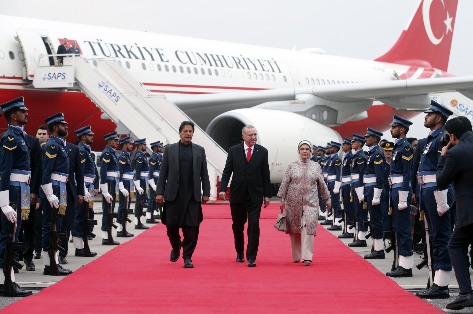 Pakistan's Prime Minister Imran Khan (L), President Recep Tayyip Erdoğan (C) and first lady Emine Erdoğan review a military honor guard during a welcome ceremony at the Nur Khan air base, in Rawalpindi, Pakistan, Feb. 13, 2020. (AP Photo)