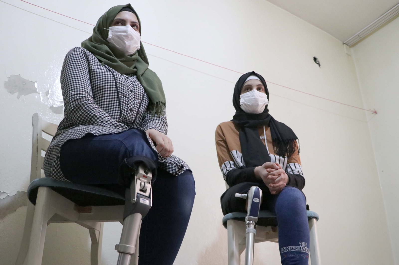 Mariam Aliomar (L) and Majidah Aliomar pose with their new prosthetic legs, in Gaziantep, southern Turkey, March. 21, 2021. (AA PHOTO)