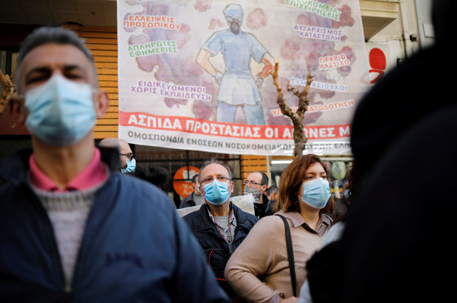 Greek hospital doctors and staff take part in a demonstration against a lack of intensive care units at public hospitals, amidst the spread of the coronavirus disease (COVID-19) in Athens, Greece, Feb. 23, 2021. (Reuters Photo)