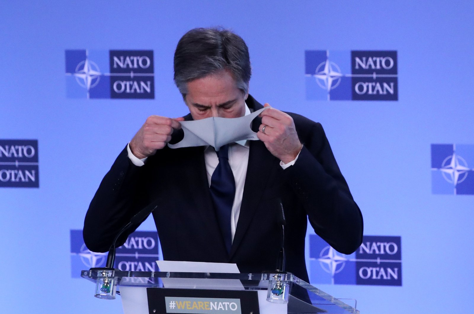 U.S. Secretary of State Antony Blinken puts on his protective mask during a news conference at a NATO Foreign Ministers' meeting at the alliance's headquarters in Brussels, Belgium, March 23, 2021. (REUTERS Photo)
