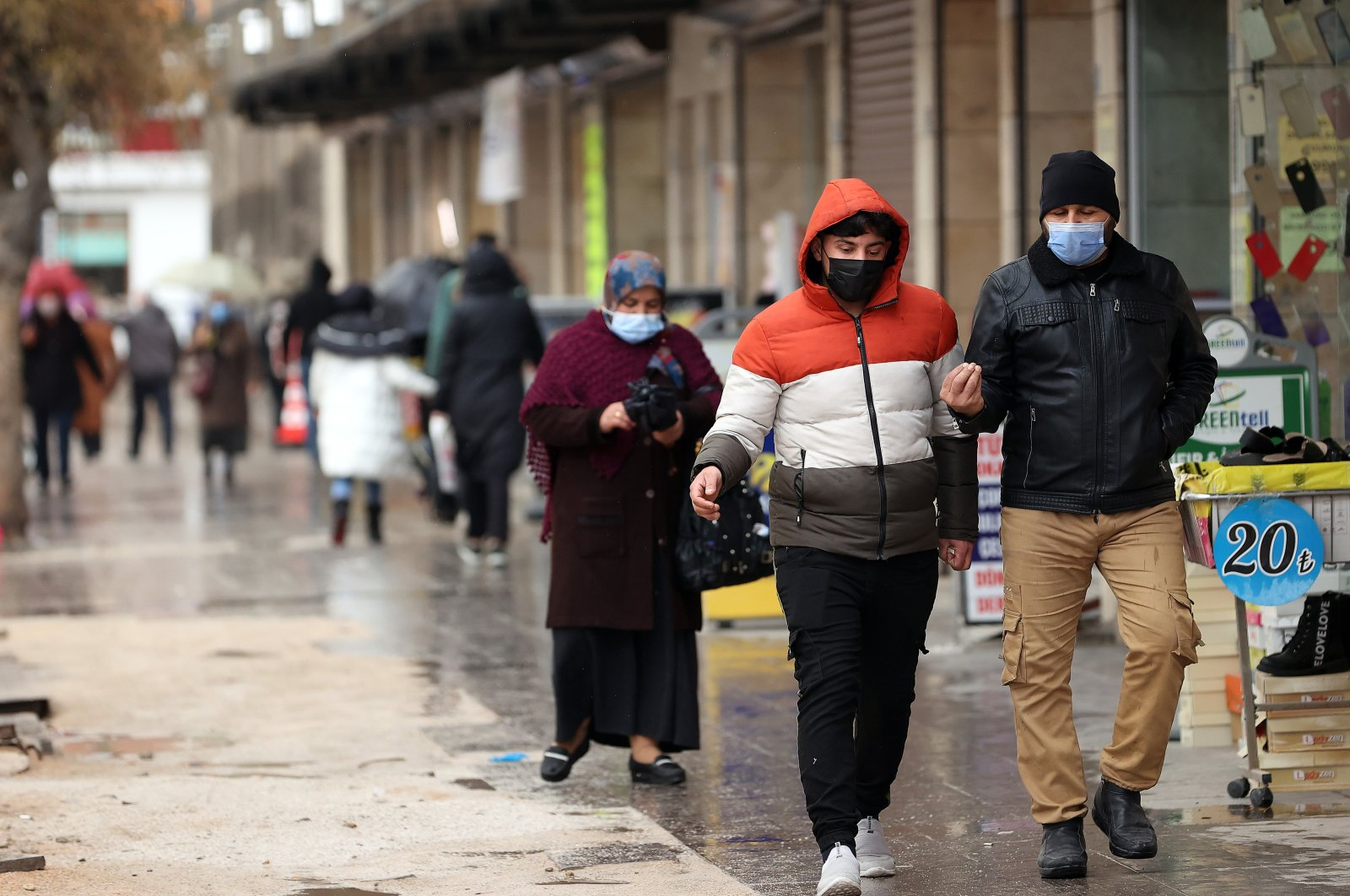 """People wearing protective masks walk on a street in Konya, one of the provinces at """"very high risk,"""" in central Turkey, March 23, 2021. (AA PHOTO)"""