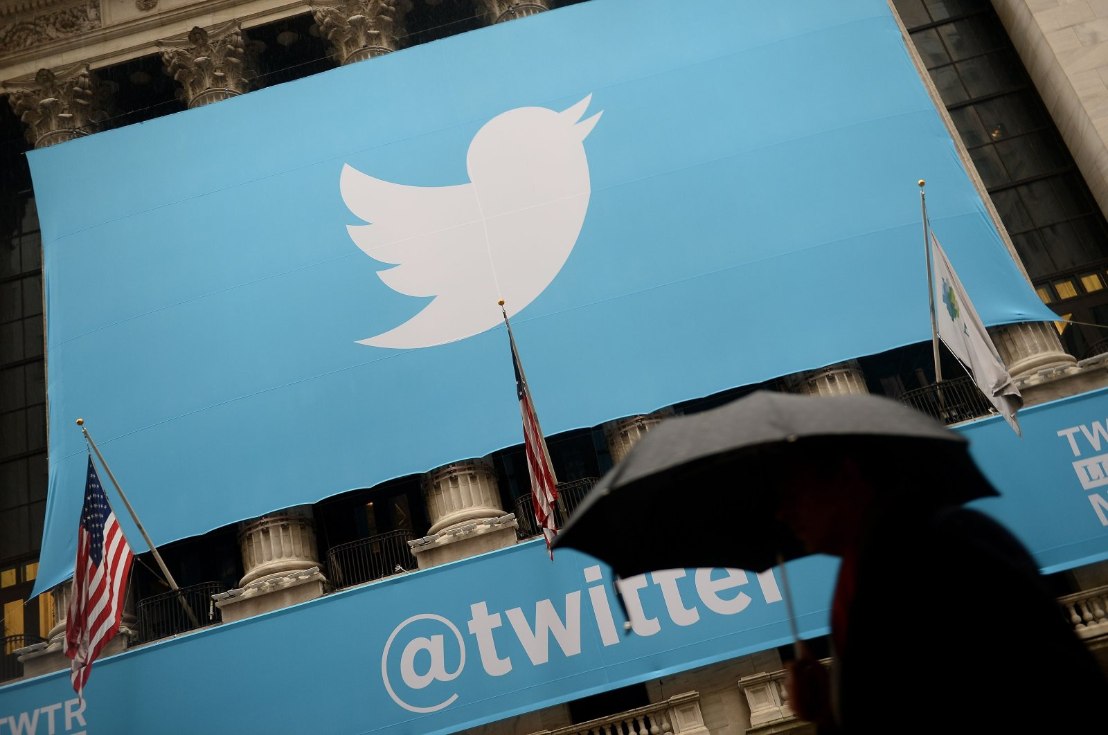 A banner with the logo of Twitter is set on the front of the New York Stock Exchange (NYSE) in New York, Nov. 7, 2013 (AFP File Photo)
