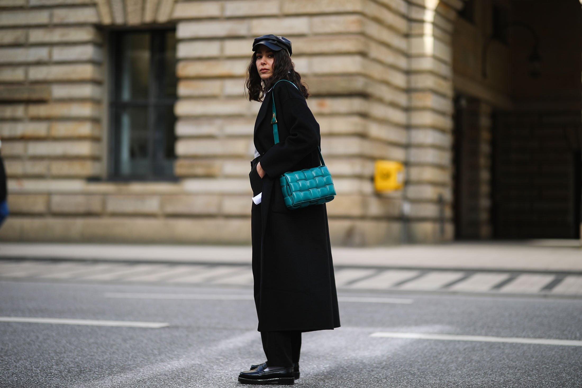 Influencers sported this braided Bottega Veneta bag throughout 2020 and 2021. (Getty Images)