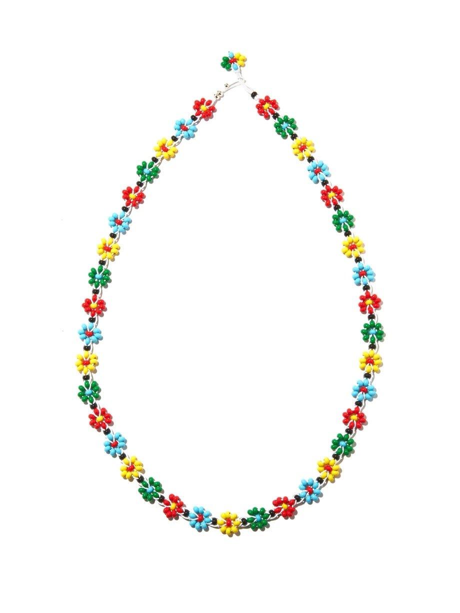 Collier de perles floral d'inspiration hippie signé Bottega Veneta.  (Crédit: Bottega Veneta)