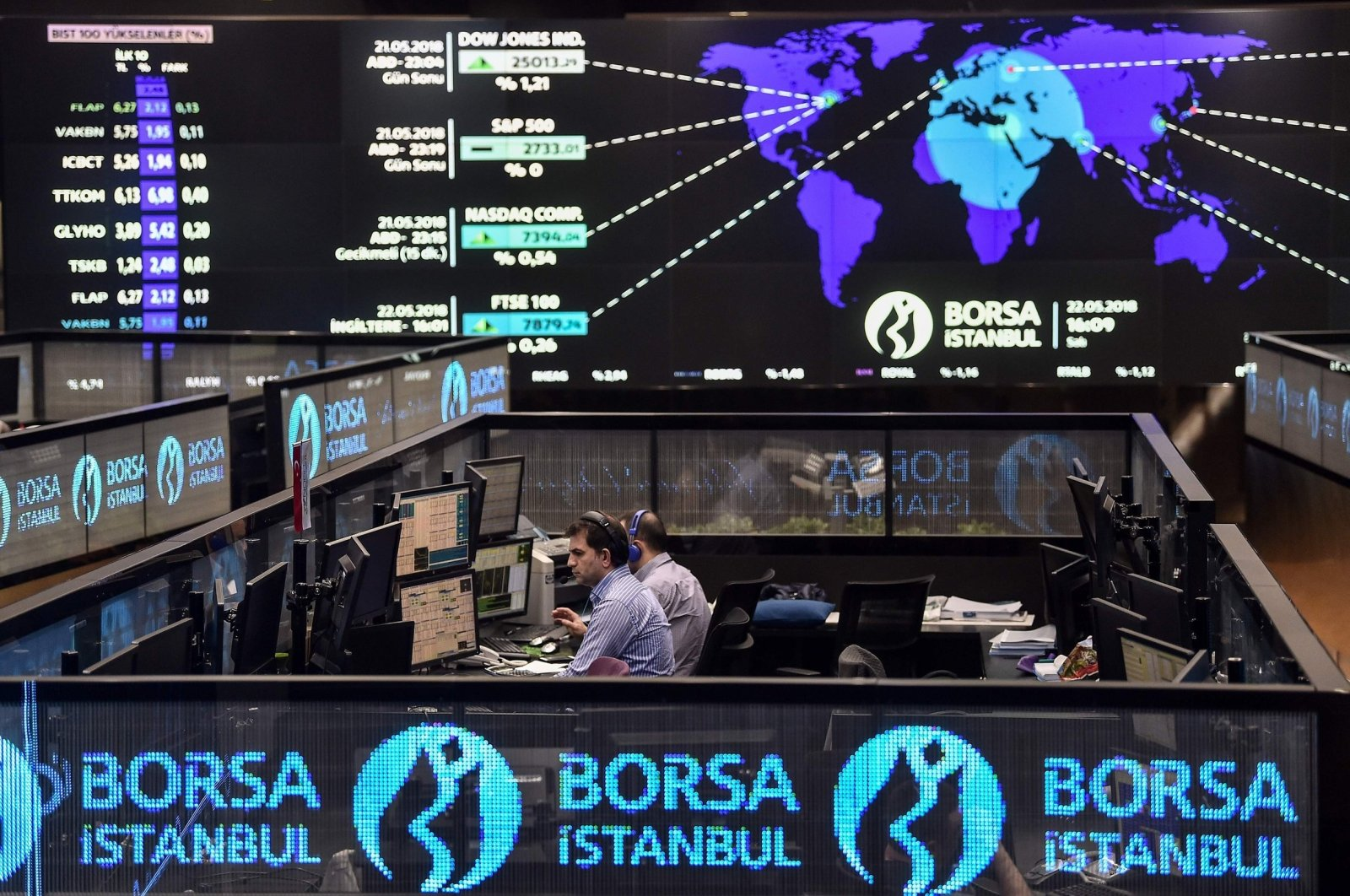 Stockbrokers work at their desks on the floor of Borsa Istanbul, Istanbul, Turkey, May 22, 2018. (AFP Photo)