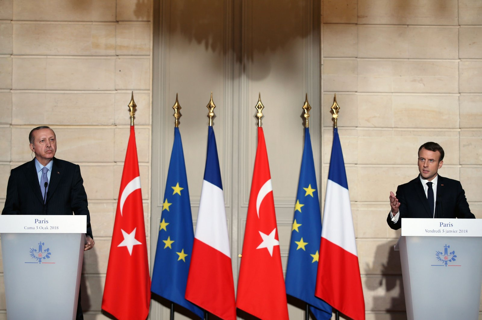 Turkish President Recep Tayyip Erdoğan (L) and French President Emmanuel Macron attend a joint news conference after a meeting in Paris, France, Jan. 5, 2018. (AA File Photo)