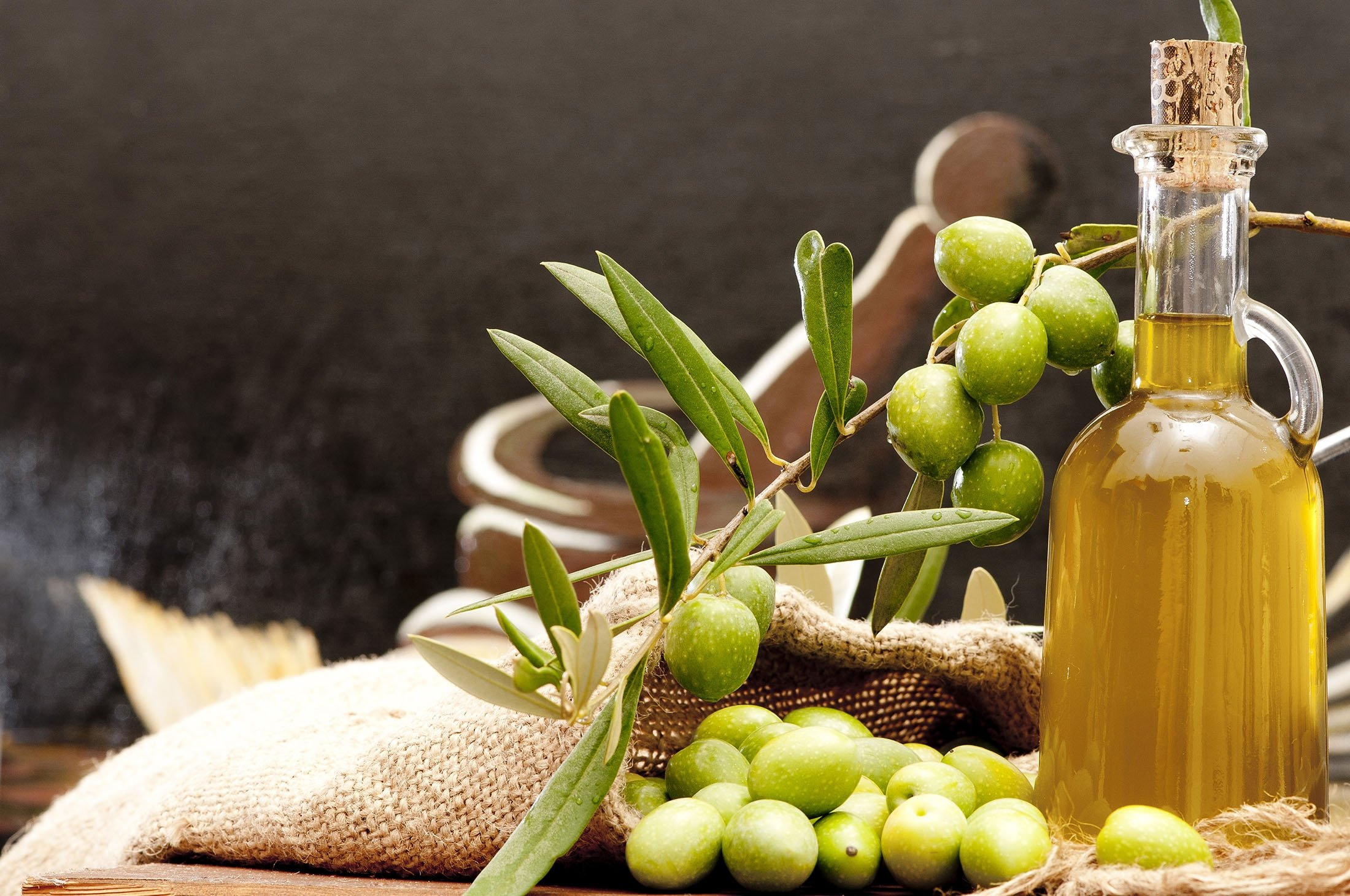 Extra virgin olive oil has been shown to help reduce risk for heart disease. (Shutterstock Photo)