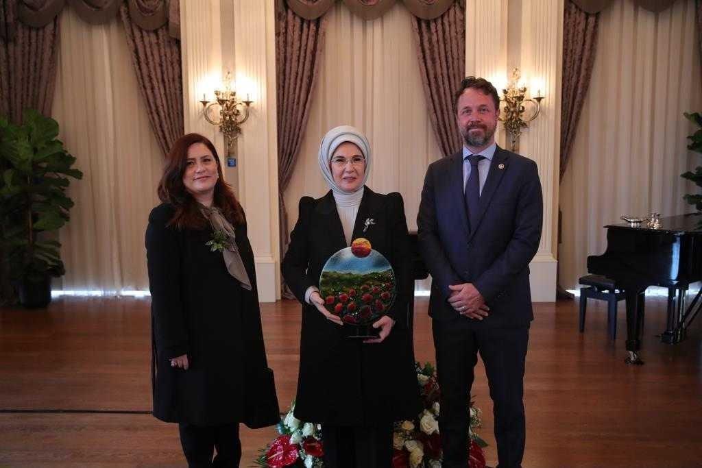 First lady Emine Erdoğan (C) poses with Daily Sabah Ankara representative Nur Özkan Erbay (L) and UNDP Representative Claudio Tomasi, in the capital Ankara, Turkey, March 25, 2021. (Courtesy of the Presidency)