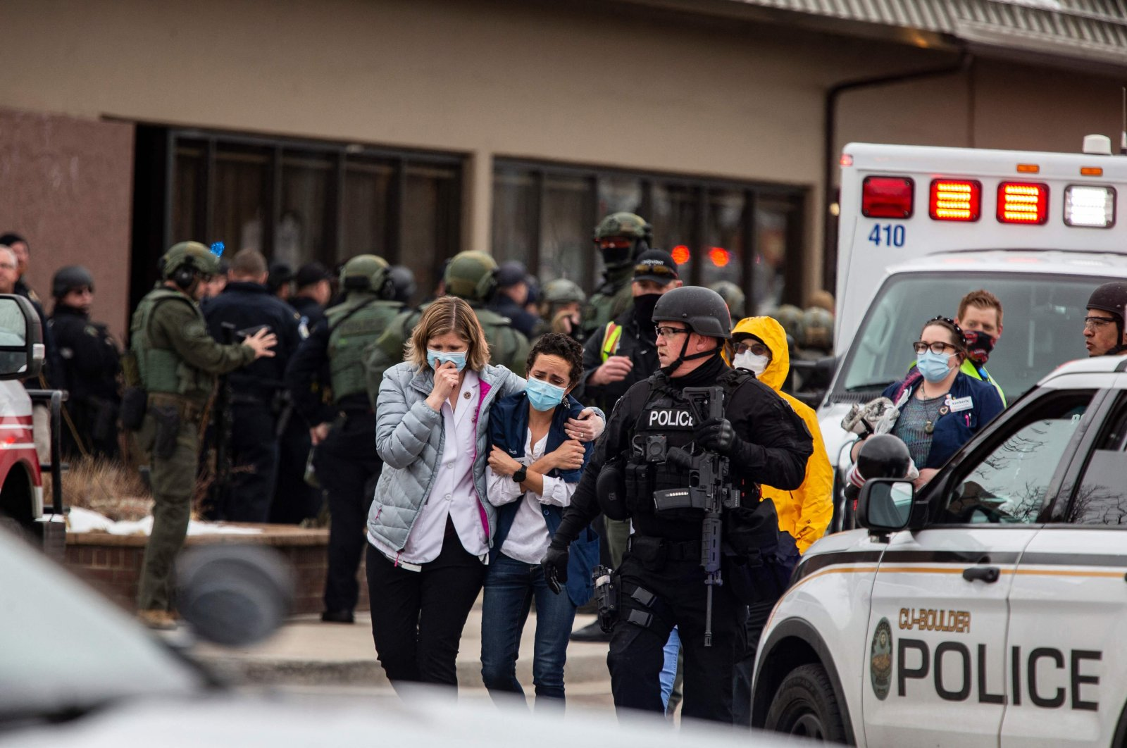 Healthcare workers walk out of a King Sooper's Grocery store after a gunman opened fire in Boulder, Colorado, U.S., March 22, 2021. (AFP Photo)