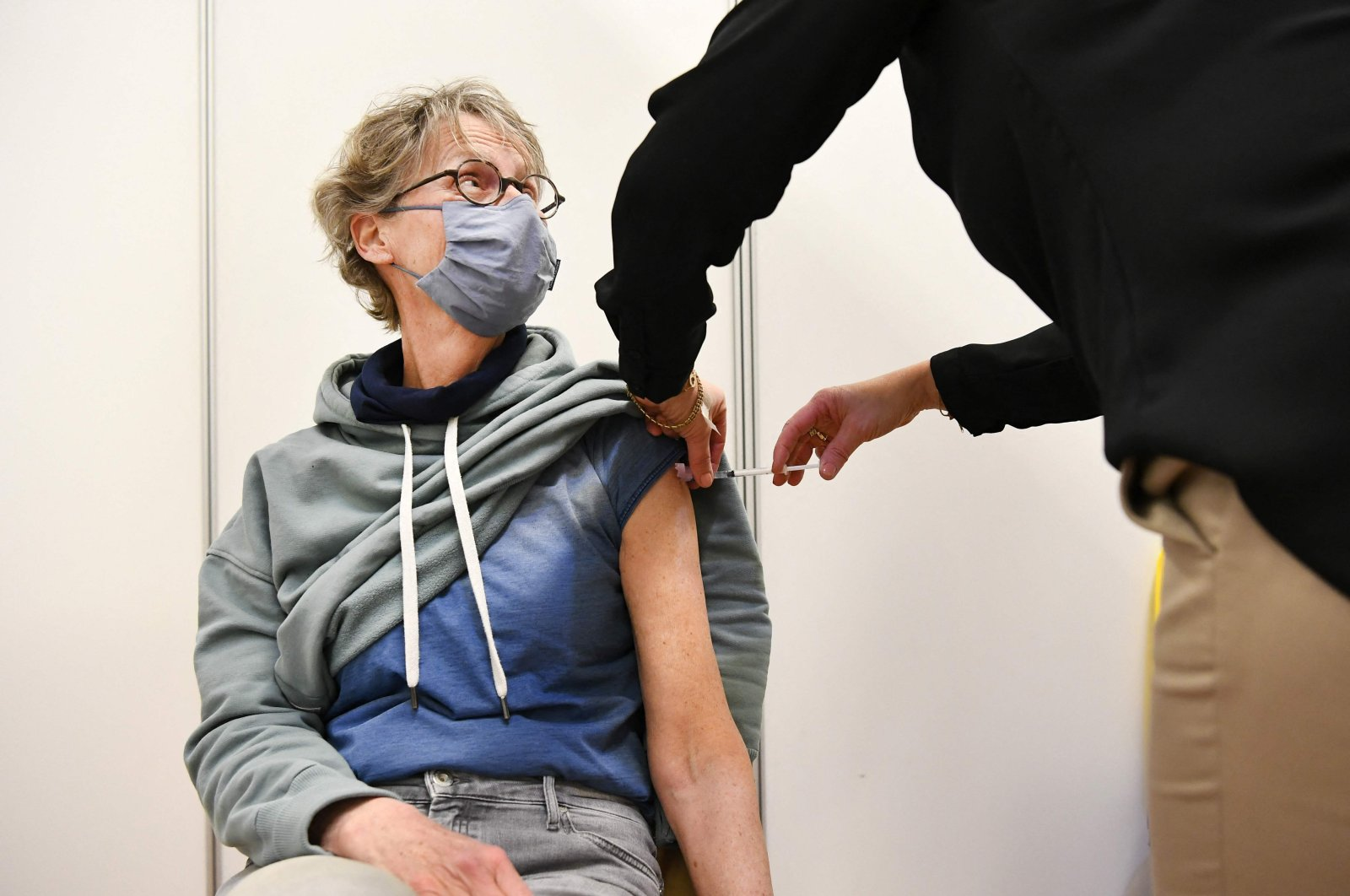 A general practitioner administers a dose of AstraZeneca's COVID-19 jab to a patient during a vaccination campaign in Ede, the Netherlands, March 20, 2021. (AFP Photo)