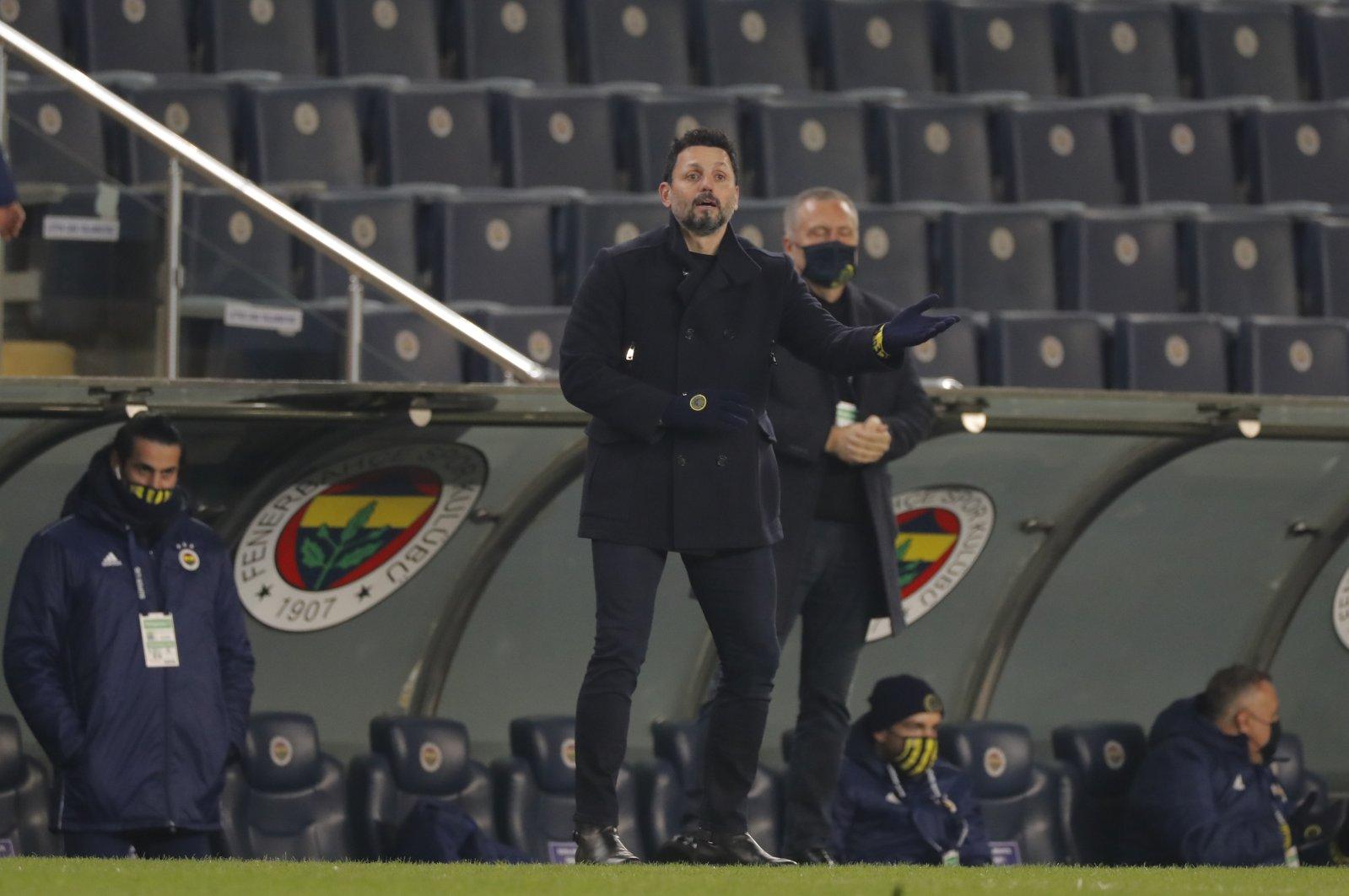 Fenerbahçe's head coach Erol Bulut during a Turkish Super League soccer match between Fenerbahçe and Ankaragücü in Istanbul, Monday, Jan. 18, 2021. (AP Photo)