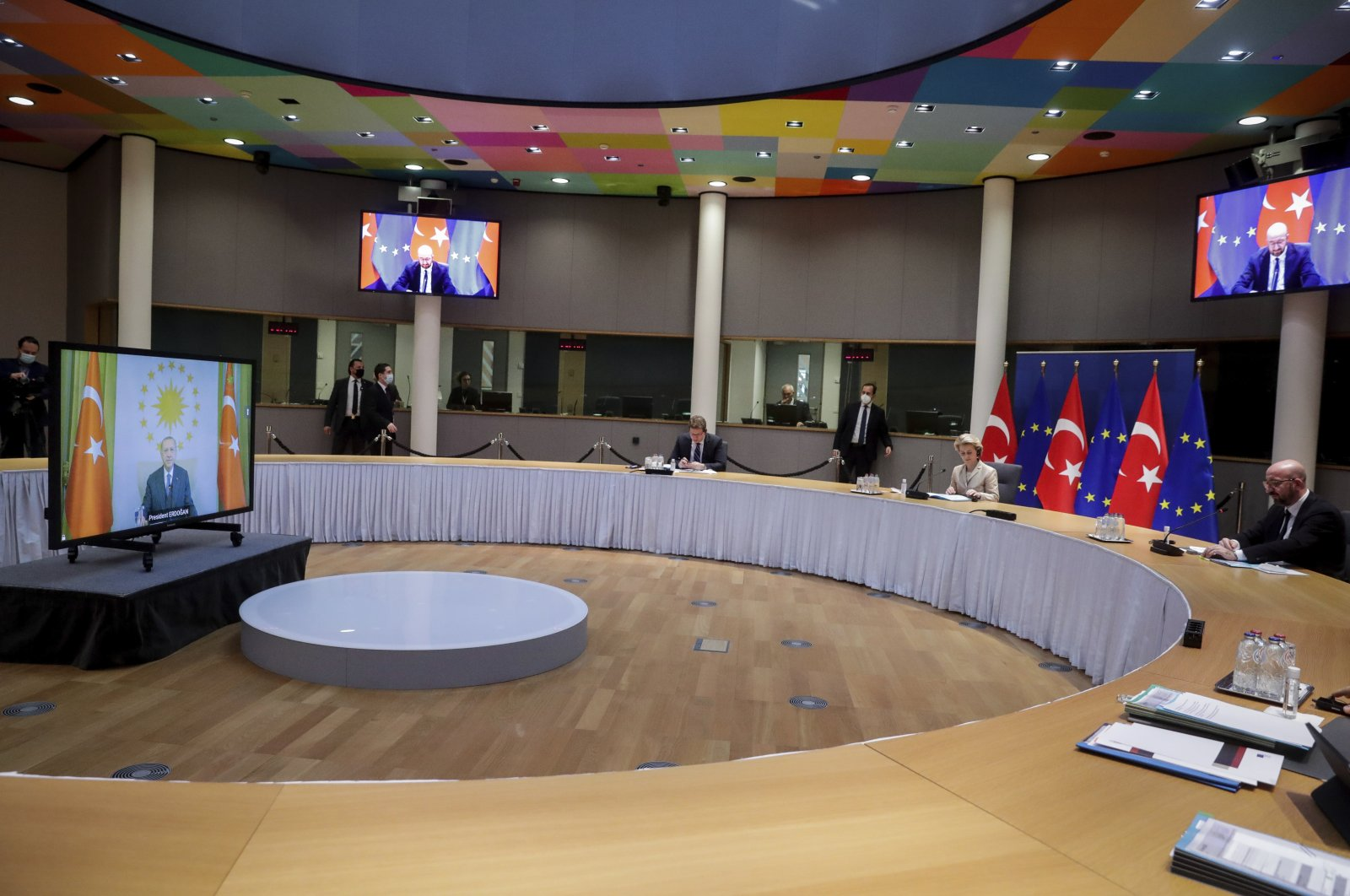 European Commission President Ursula von der Leyen, center, and European Council President Charles Michel participate in a video conference meeting with Turkey's President Recep Tayyip Erdoğan, left on the screen, at the European Council building in Brussels, Friday, March 19, 2021. (AP Photo)