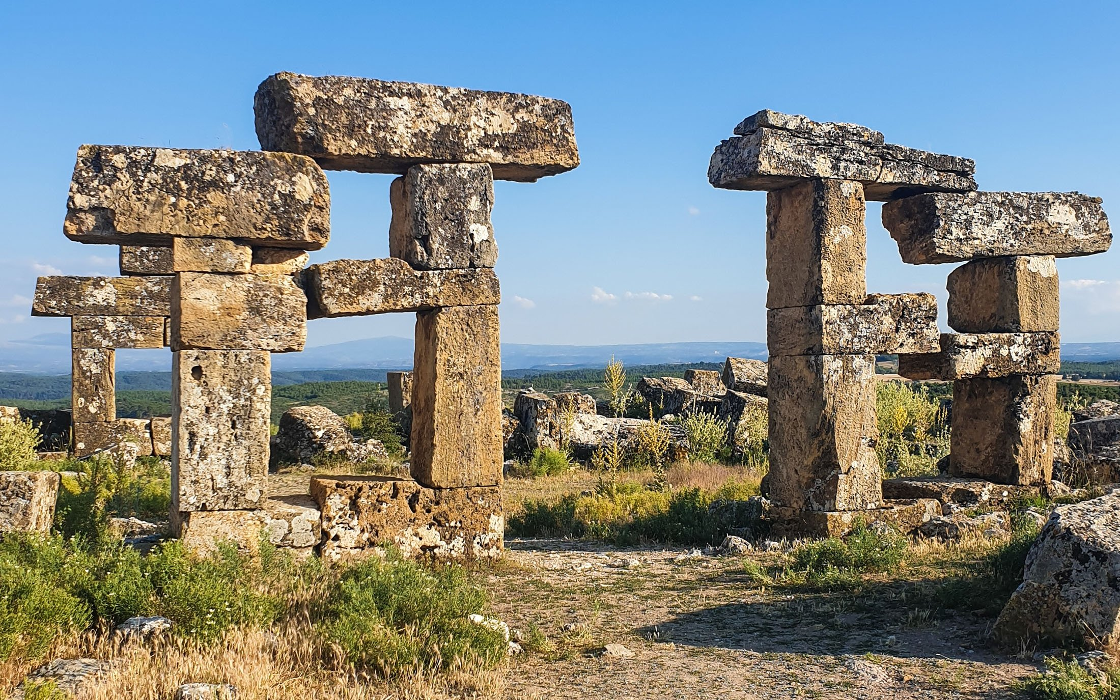 These structures resemble Stonehenge at Blaundus, Uşak, western Turkey. (Photo by Argun Konuk)
