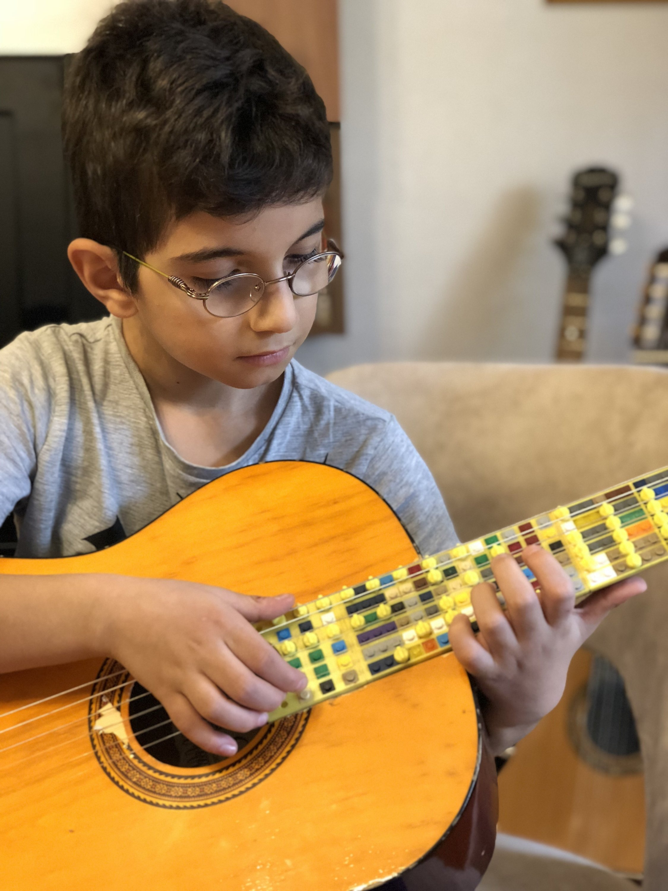 Atlas Çoğulu plays his Lego Microtonal Guitar.