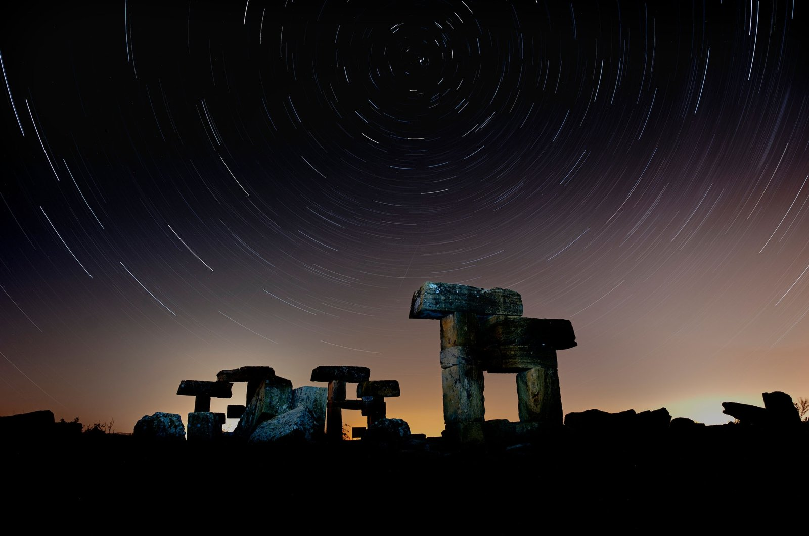 A view of the starry night sky over the ruins of the ancient city of Blaundus in the Ulubey district of Uşak, western Turkey. (Shutterstock Photo)