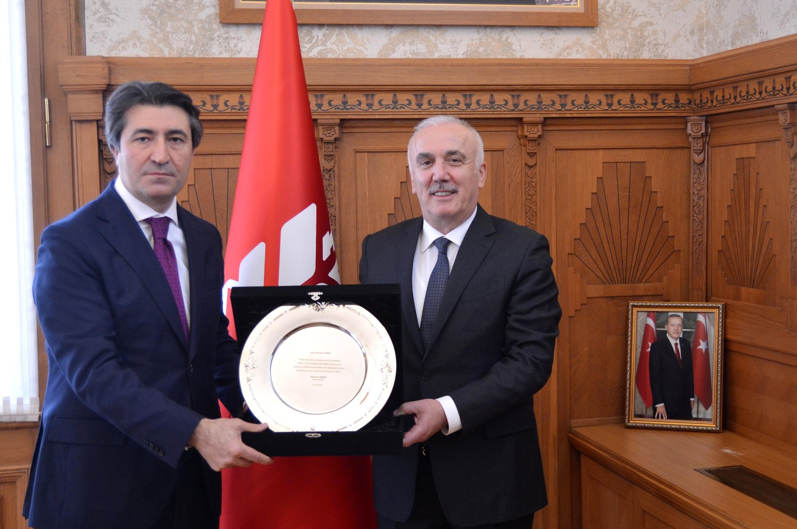 Ziraat Bank's former chief Hüseyin Aydın (R) hands over his duties to the lender's new General Manager Alpaslan Çakar, Ankara, Turkey, March 26, 2021. (Ziraat Bank via AA)