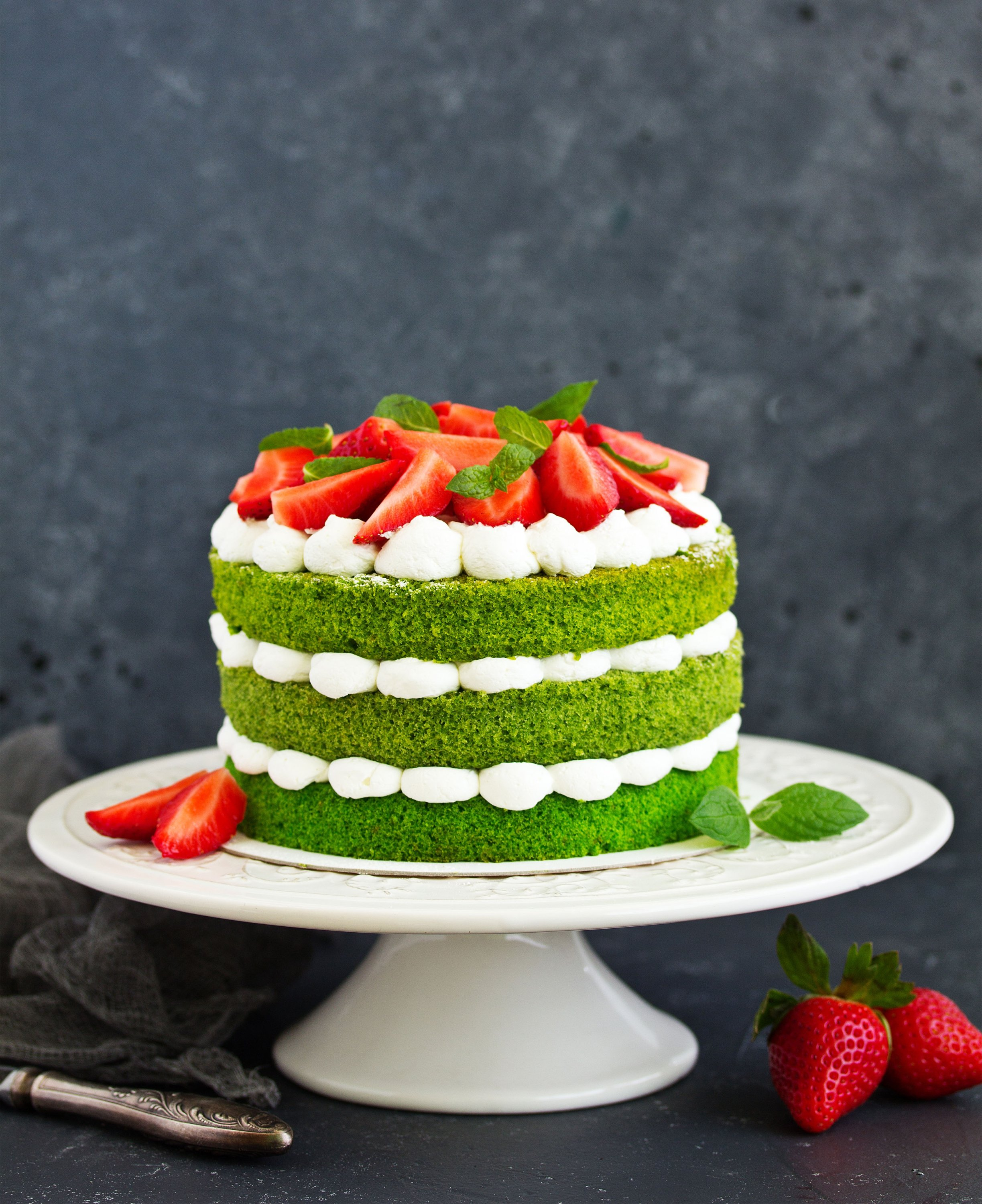 You can always layer your spinach cake with whipped cream or buttercream frosting. (Shutterstock Photo)
