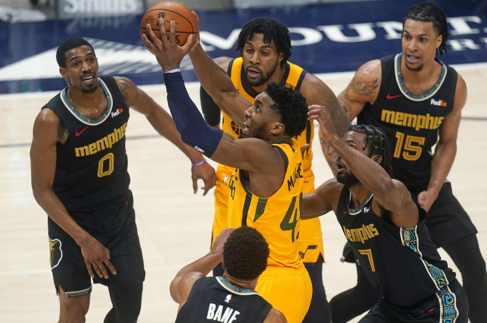 Utah Jazz guard Donovan Mitchell (C) goes to the basket as Memphis Grizzlies forward Justise Winslow (2nd R) defends in the second half during an NBA game, Salt Lake City, U.S., March 27, 2021. (AP Photo)