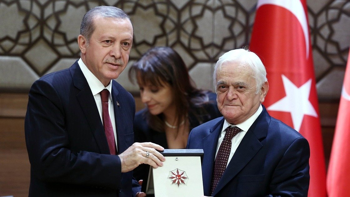 Mehmet Genç (R) receives his Presidential Culture and Arts Grand Prize from President Recep Tayyip Erdoğan at the Presidential Complex in the capital Ankara, Turkey, Dec. 9, 2015. (AA Photo)