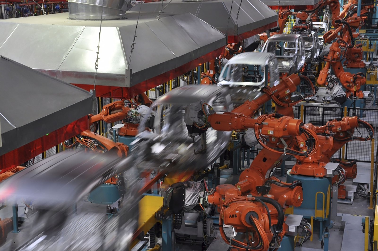 This file photo shows a production line at the Ford Otosan plant in Gölcük, Kocaeli, northwestern Turkey, April 30, 2018. (Photo courtesy of Ford Otosan)