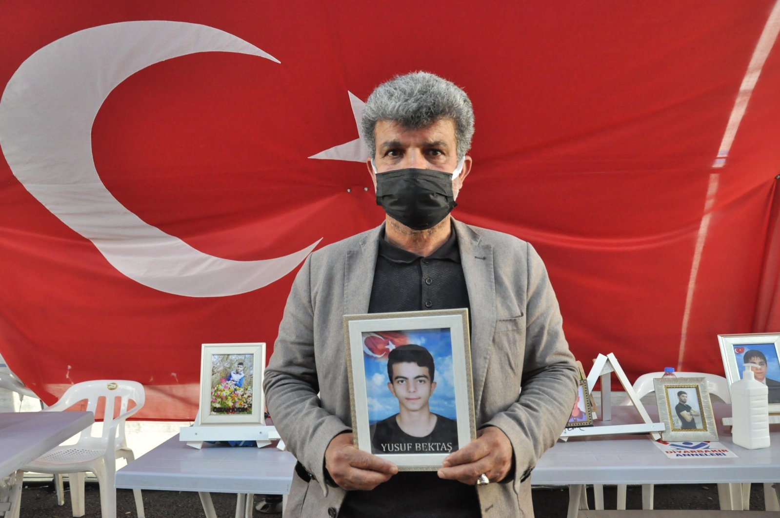 Celil Bekdaş stages a protest against the PKK terrorist group in the southeastern province of Diyarbakır, Turkey, March 29, 2021. (DHA Photo)