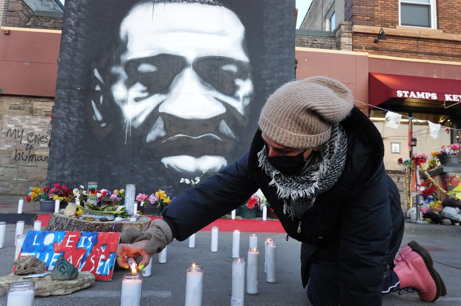 Community activists light candles at a memorial near the site where George Floyd died at the hands of former Minneapolis police officer Derek Chauvin in Minneapolis, Minnesota, U.S., March 28, 2021. (Getty Images/AFP Photo)