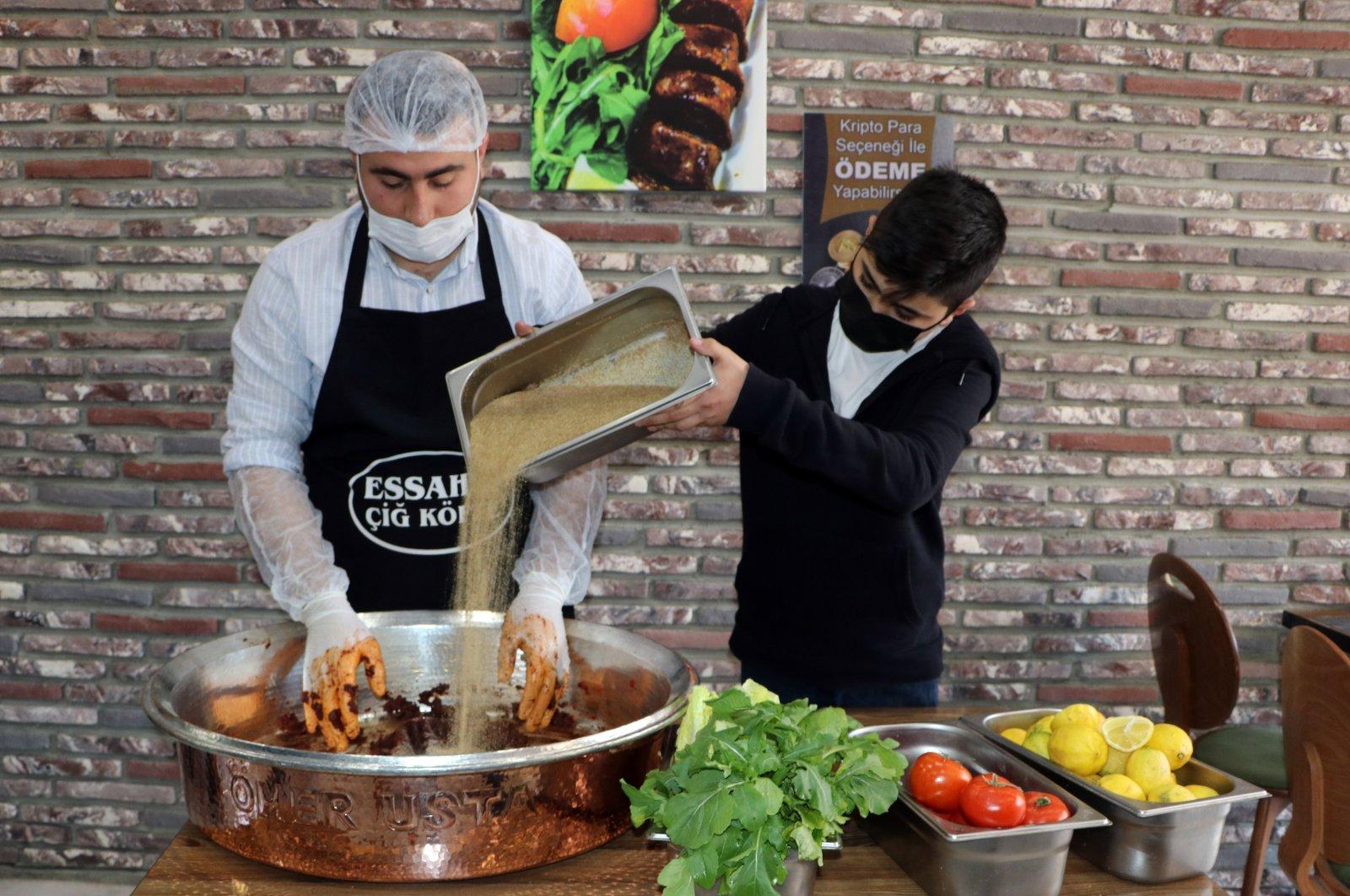 Ömer Güler making çiğ köfte in his restaurant in Turkey's Adana province, southern Turkey, March 29, 2021. (DHA Photo)