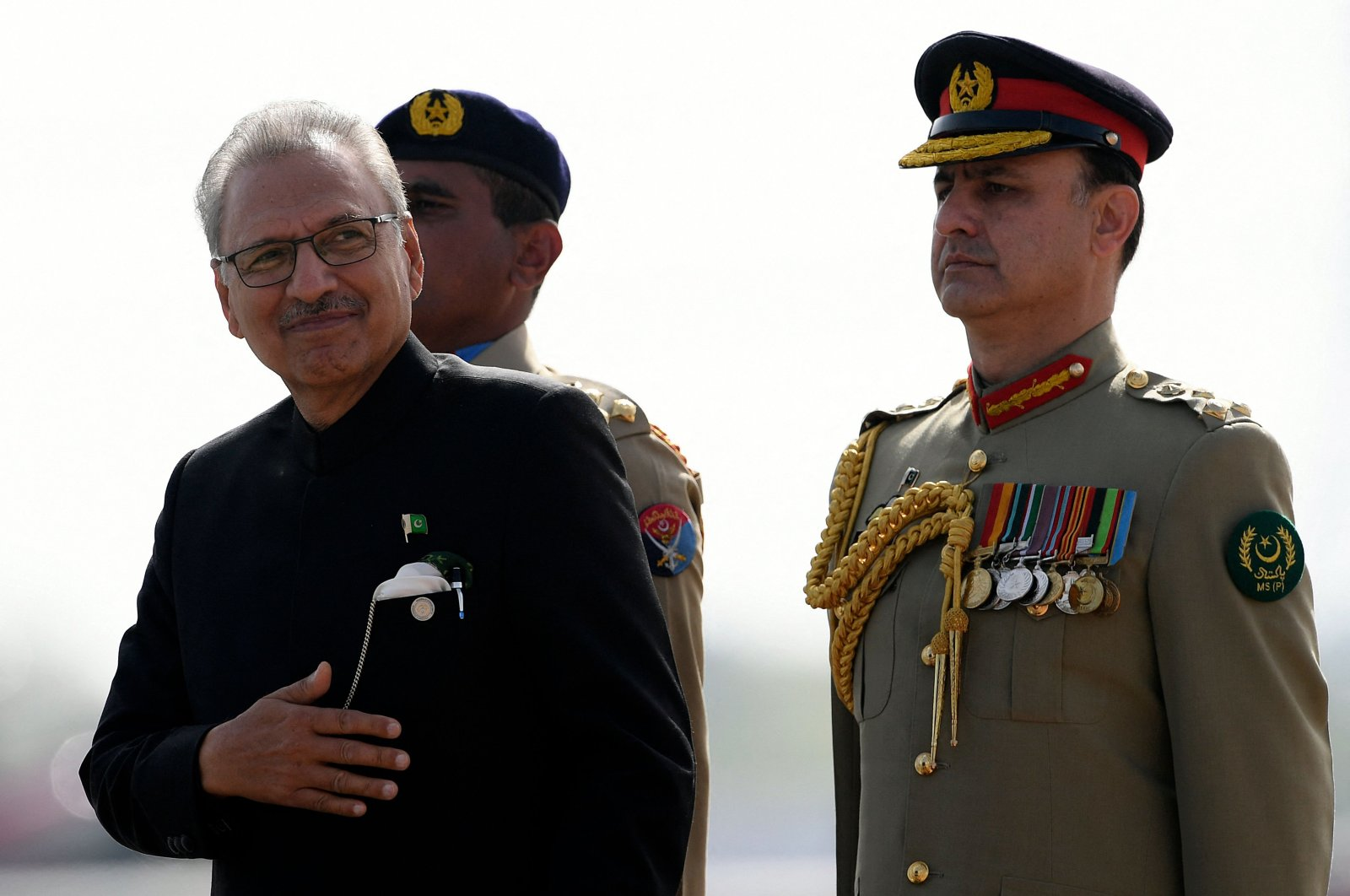 Pakistan's President Arif Alvi (L) inspects the guard of honor during a military parade to mark Pakistan's National Day in Islamabad, Pakistan, March 25, 2021. (AFP Photo)