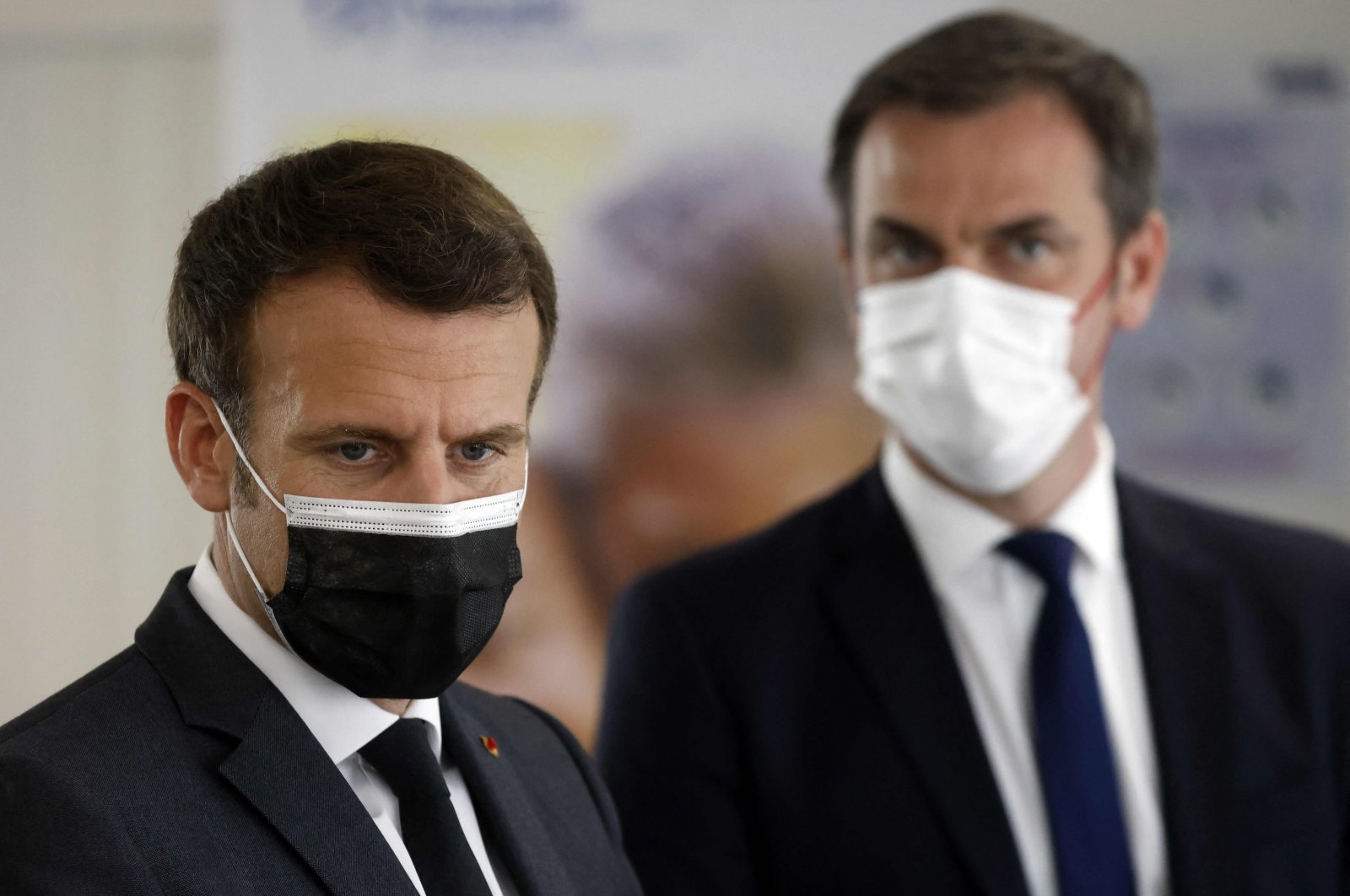 French President Emmanuel Macron (L) and French Health Minister Olivier Veran (R) visit a calling center of the French social security insurance dedicated to COVID-19 vaccination in Creteil, Paris, France, March 29, 2021. (AFP Photo)