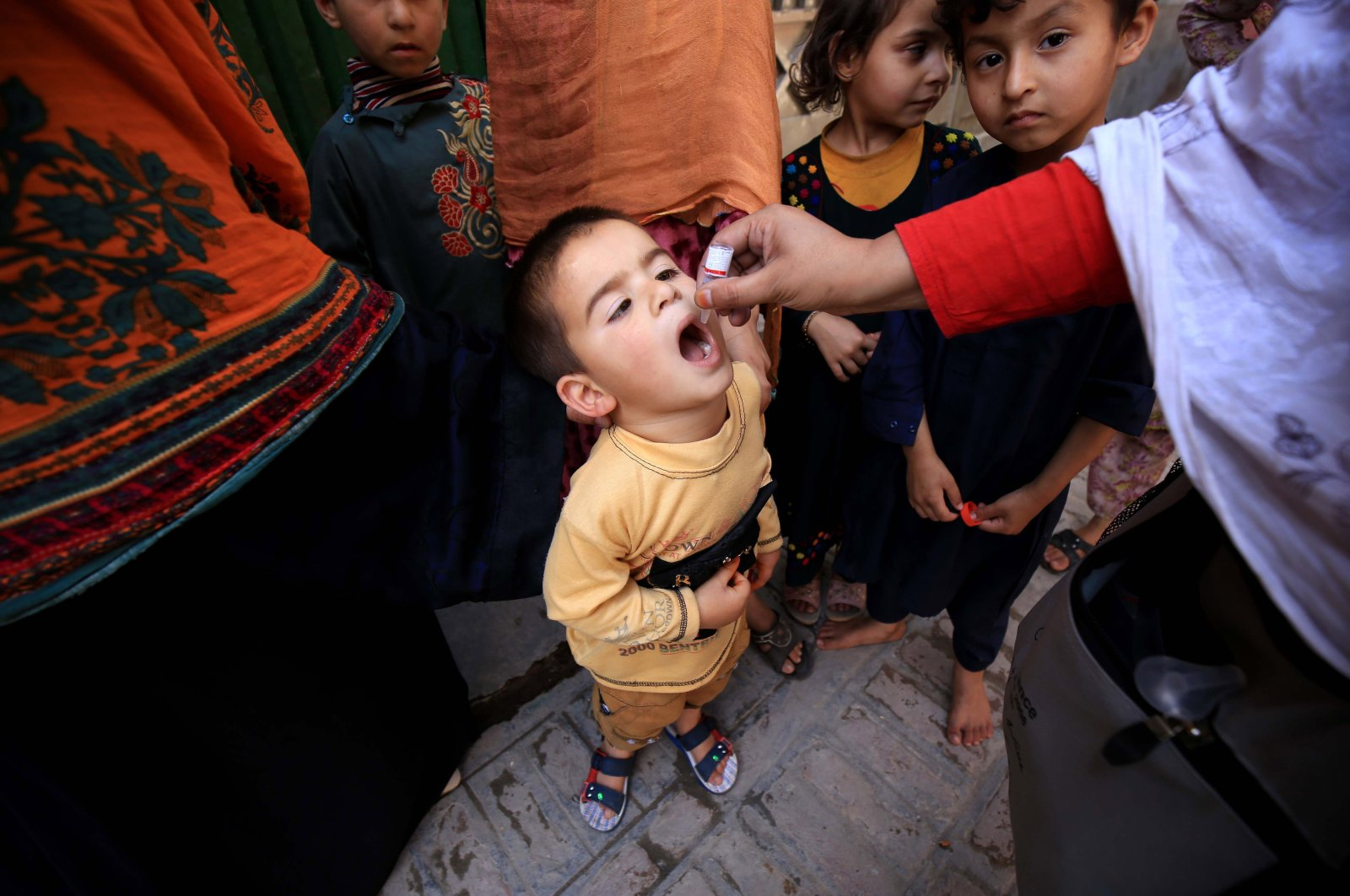 A health worker administers a polio vaccine to a child during a door-to-door polio vaccination campaign in Peshawar, Pakistan, March 29, 2021. (EPA Photo)