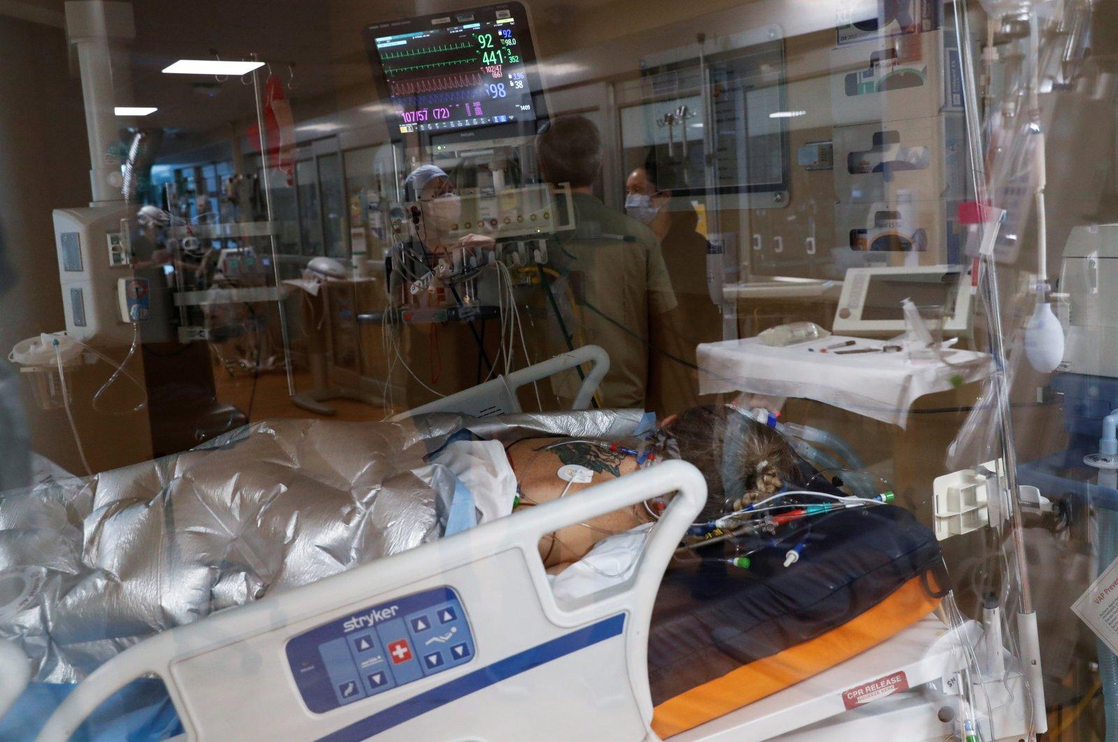 A coronavirus patient lies on a bed in the intensive care unit (ICU) at Sarasota Memorial Hospital in Sarasota, Florida, U.S. Feb. 11, 2021. (Reuters Photo)