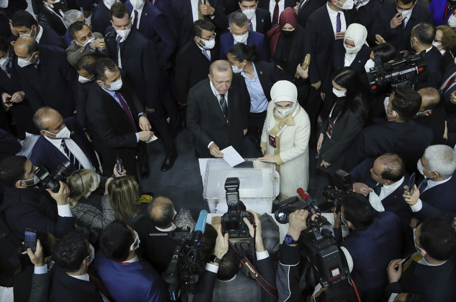 President Recep Tayyip Erdoğan (C-L) accompanied by first lady Emine Erdoğan (C-R) votes at a rally of his ruling party's congress inside a packed sports hall in Ankara, Turkey, March 24, 2021. (AP Photo)