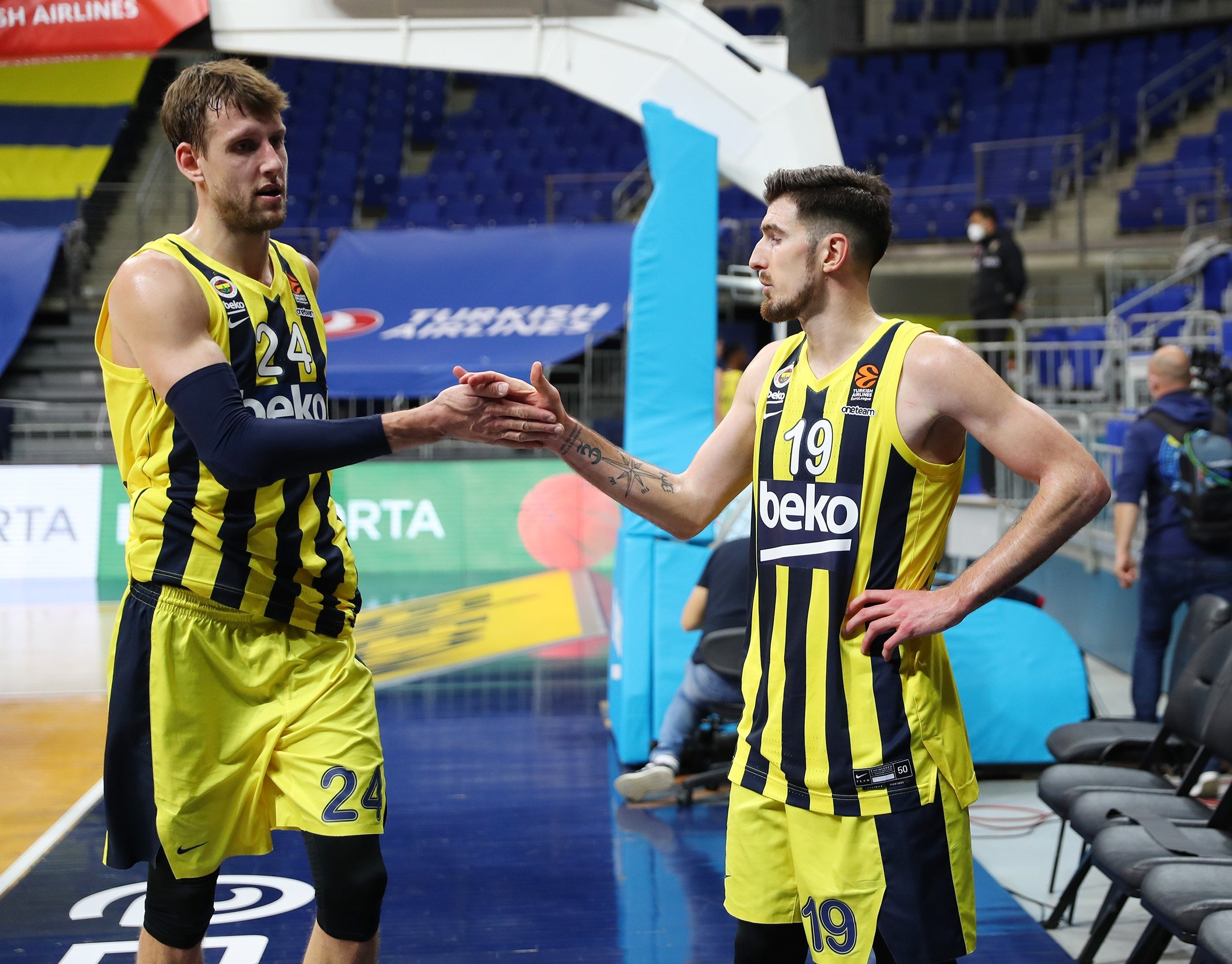 Fenerbahçe'sJan Vesely (L) andNando de Colo celebrate after winning theirTHY EuroLeague Round 32 match against Bayern Munich, in Munich, Germany, March 30, 2021. (DHA Photo)