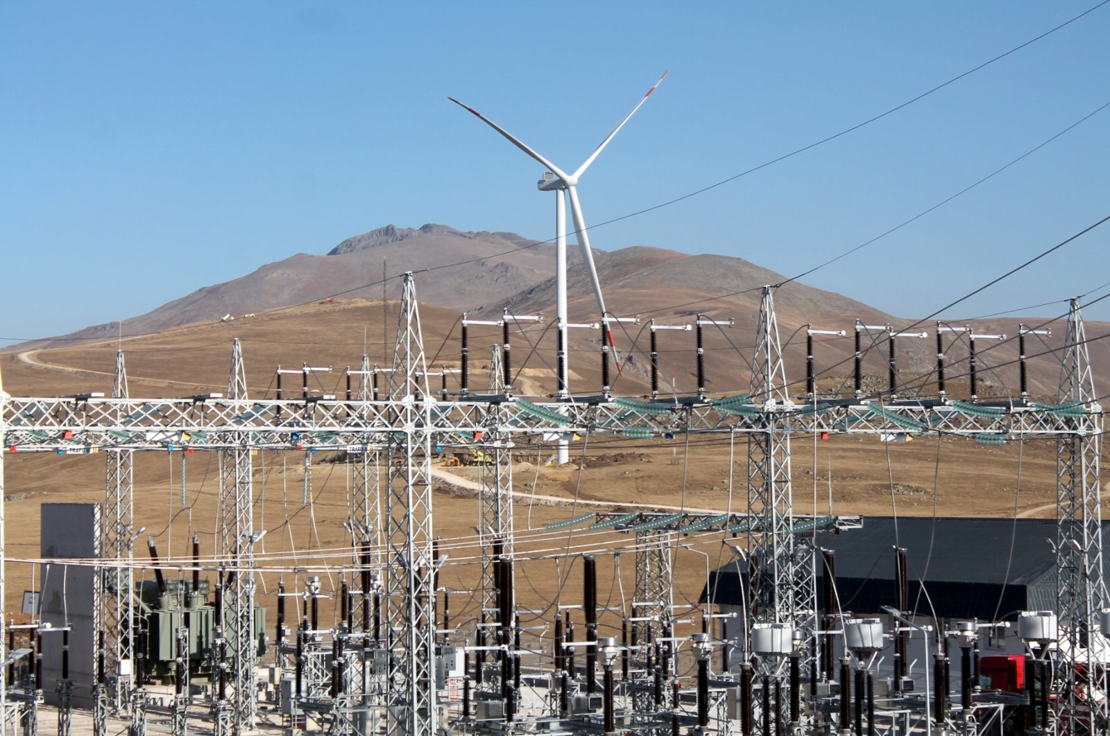 A wind turbine is seen in the northeastern province of Bayburt, Turkey, Oct. 28, 2020. (AA Photo)