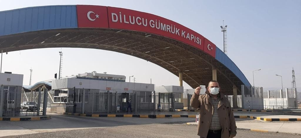 A Turkish citizen poses with his identity card near the Azerbaijani border in Turkey's eastern province Iğdır, Turkey, April 1, 2021. (DHA Photo)