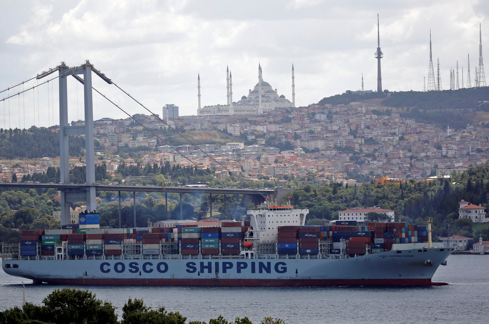 The Cosco Shipping Danube, a container ship belonging to the China Ocean Shipping Company (COSCO), sails on the Bosporus, on its way to the Mediterranean Sea, in Istanbul, Turkey, Aug. 11, 2018. (Reuters Photo)