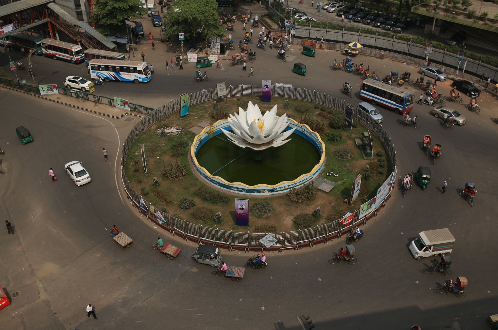 A general view of Motijheel intersection amid the deadly coronavirus pandemic, Dhaka, Bangladesh, March 28, 2021. (Photo by Getty Images)