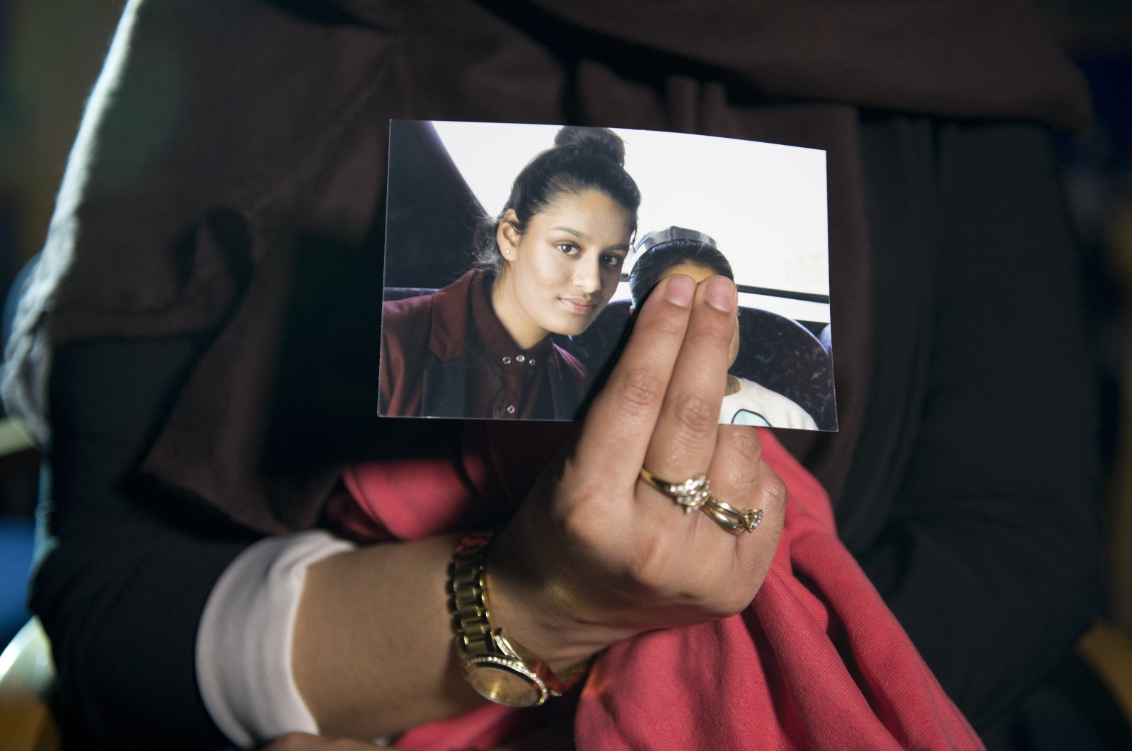 Renu Begum, the eldest sister of Shamima Begum, 15, holds her sister's photo as she is interviewed by the media at New Scotland Yard, London, U.K., Feb. 22, 2015. (Photo by Getty Images)