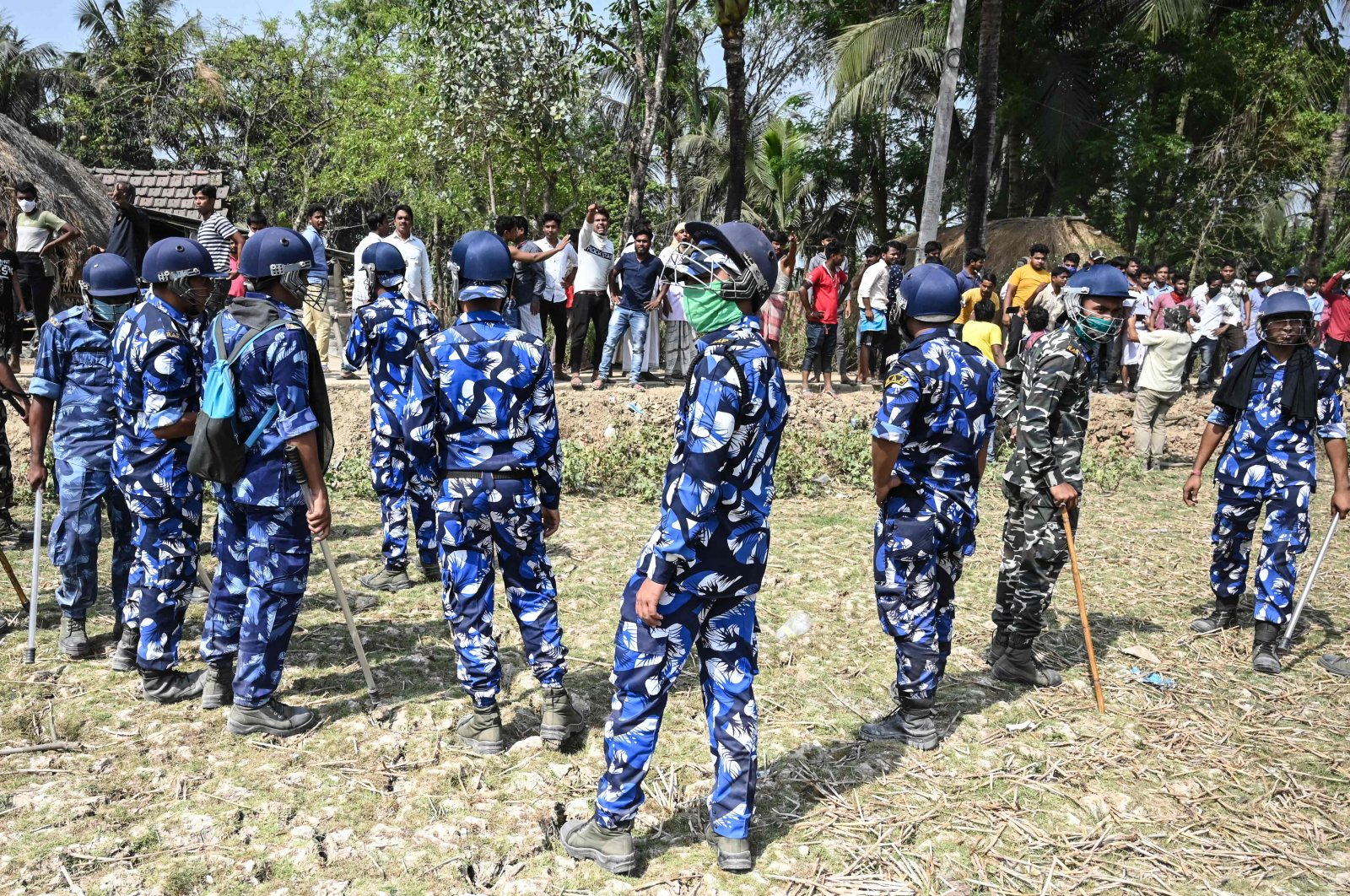 Rapid Action Force (RAF) stand guard between All India Trinamool Congress party supporters and Bharatiya Janata Party (BJP) supporters as West Bengal's Chief Minister Mamata Banerjee (not pictured) enters a polling station during the second phase of West Bengal's legislative elections in Nandigram, India, April 1, 2021. (AFP Photo)