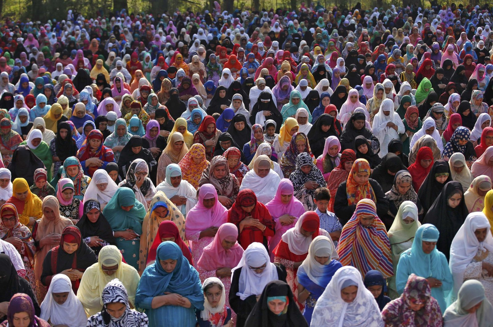 Muslim women attend Eid al-Fitr prayers to mark the end of the holy fasting month of Ramadan, Srinagar, India, July 6, 2016. (REUTERS)