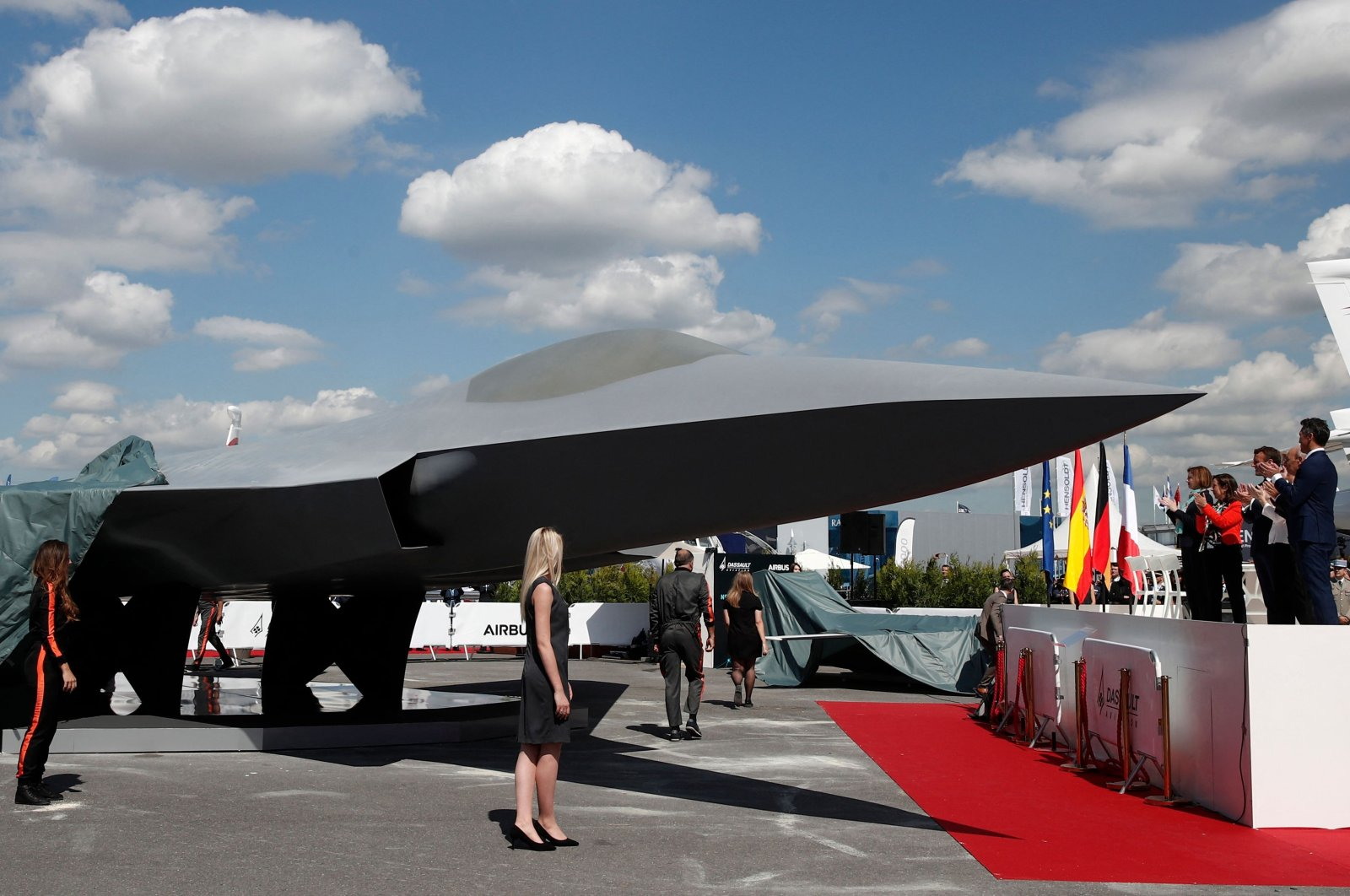 In this file photo taken on June 17, 2019, French President Emmanuel Macron, Eric Trappier, chairperson and CEO of Dassault Aviation, Spanish Defense Minister Margarita Robles, French Defense Minister Florence Parly and German Defense Minister Ursula von der Leyen attend the unveiling of the full-scale jet fighter model of the French-German-Spanish new generation Future Combat Air System (FCAS), during the 53rd International Paris Air Show at Le Bourget Airport near Paris, France. (AFP Photo)