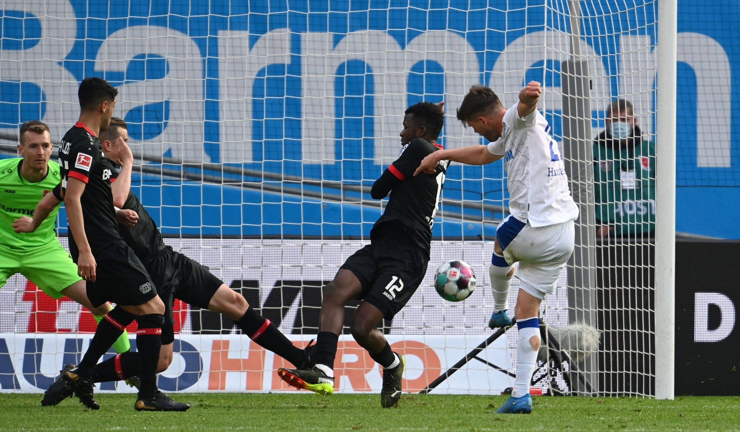 Schalke's Dutch forward Klaas-Jan Huntelaar (R) scores the 2-1 goal during the Bundesliga match against Bayer 04 Leverkusen, Leverkusen, western Germany, April 3, 2021. (Federico Gambarini/Pool/DFL via AFP)