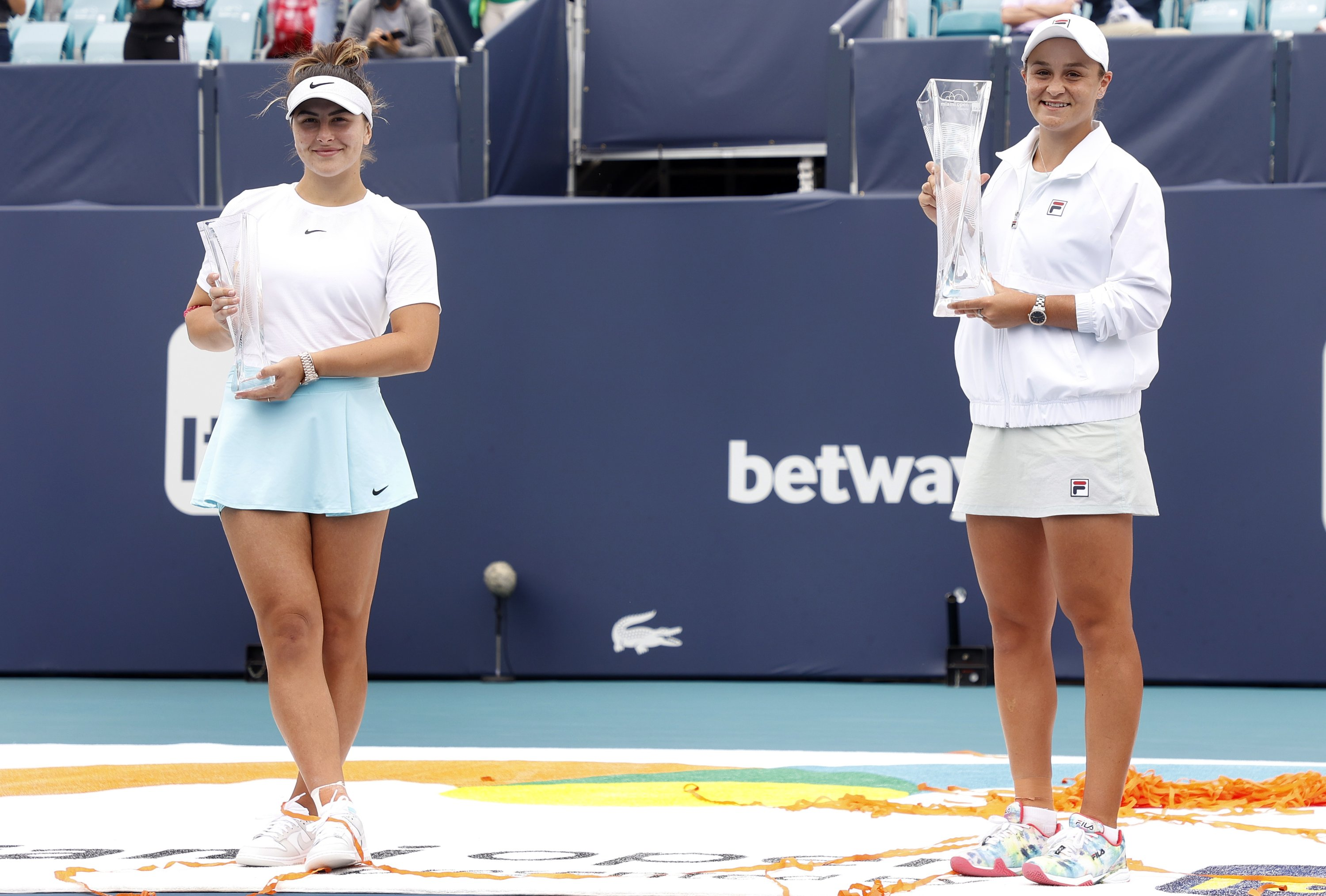 Ashleigh Barty (R) of Australia and Bianca Andreescu of Canada hold their trophies following their Women's singles finals match at the Miami Open tennis tournament in Miami Gardens, Florida, U.S., April 03, 2021. (EPA Photo)