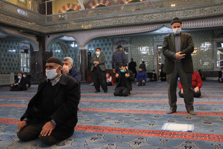 Collective Ramadan prayers cancelled amid virus scare in Turkey | Daily  Sabah