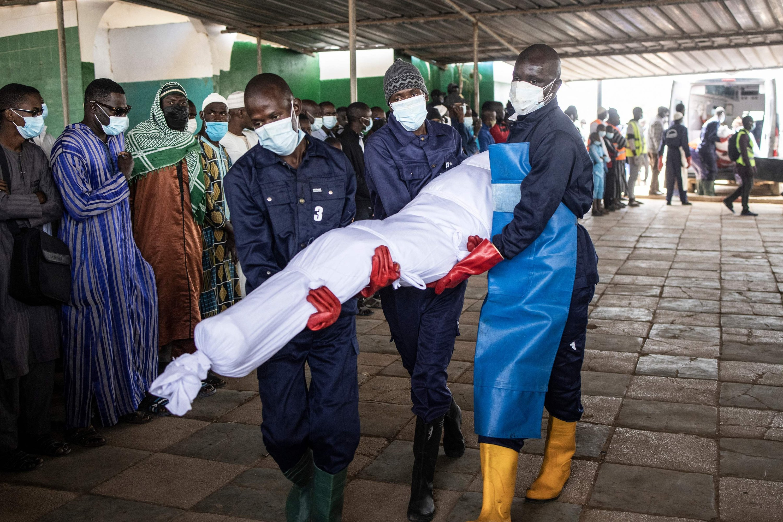 Volunteers of the Association For Solidarity and Perfection (JRWI) carry one of 28 unidentified corpses to a mosque ahead of a prayer in Dakar, Senegal, March 28, 2021. (AFP Photo)