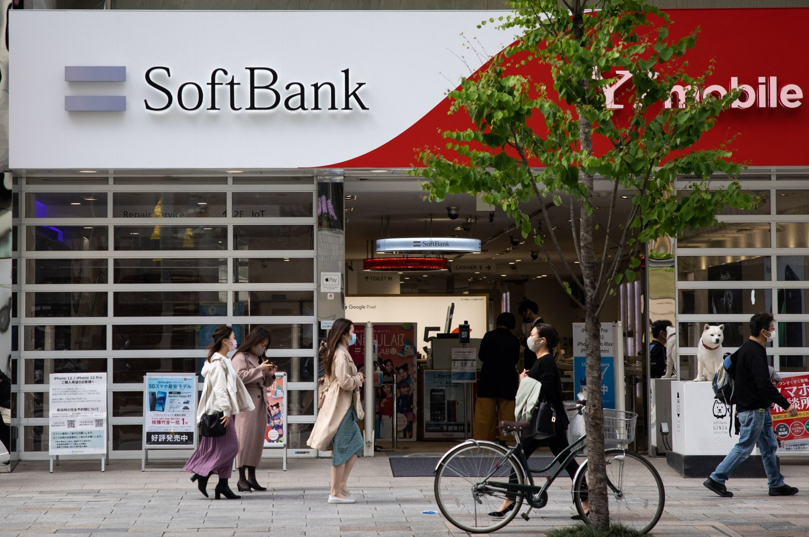 Pedestrians walk past a SoftBank mobile shop in the Ginza shopping district in Tokyo, Japan, April 6, 2021. (AFP Photo)
